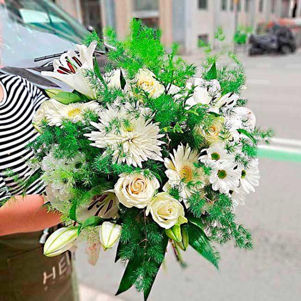 ramo-con-flores-blancas