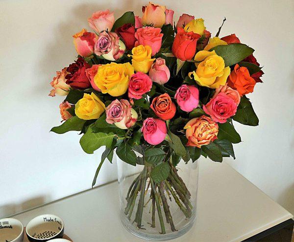 ramo rosas coloridas