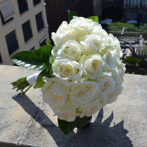 ramo-novia-rosas-blancas
